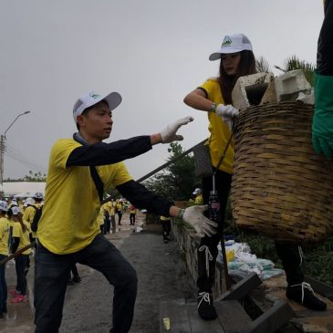 Business, government and civil society join forces for large-scale coastal cleanup in Thailand